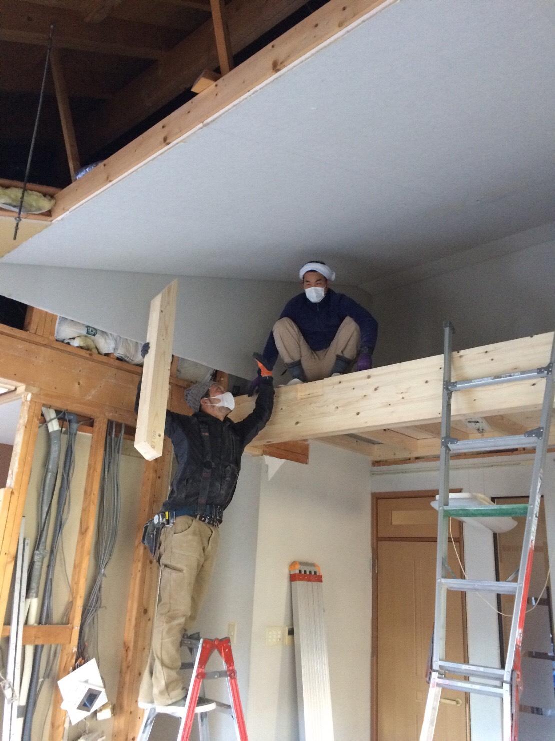勾配天井にロフトを造る